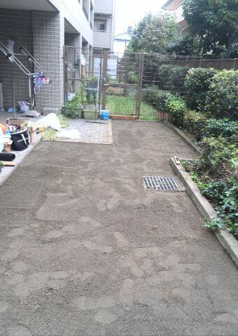 天然芝除去・土台整地後