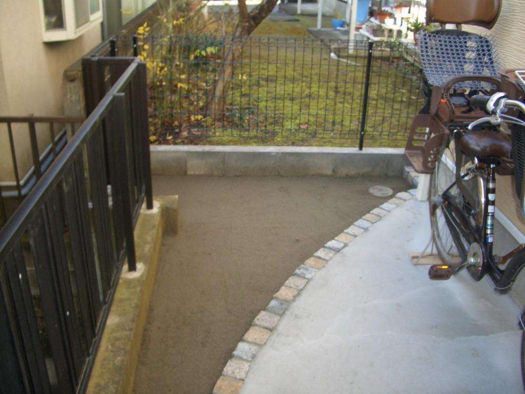 人工芝施工前及び土台整地作業後